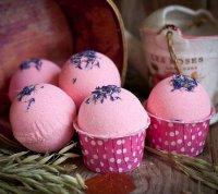 Розовые бомбочки для ванны