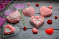 Простое мыло из основы ко Дню святого Валентина