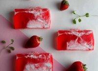 Авторское мыло ручной работы «Клубничный десерт»