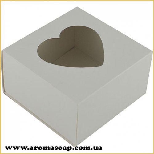 Коробка преміум Біла з віконцем сердечко