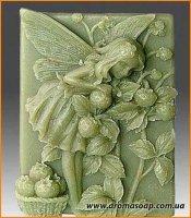 Эльф с земляничкой в саду элит-форма