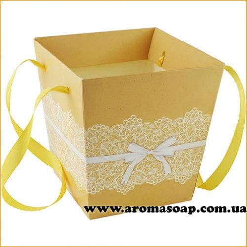 Кашпо картонное для цветов с ручкой Ажурное