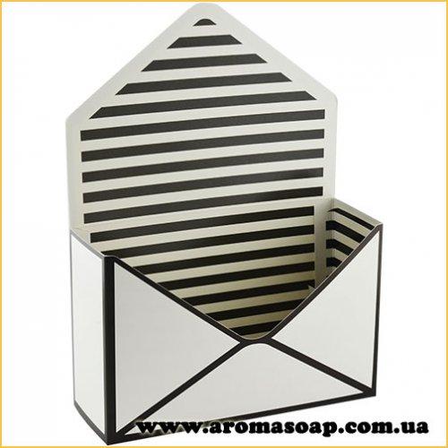 Коробка-конверт мала Чорно-біла для букета