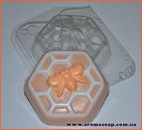 Бджілка на сотах 125г (пластик Англія)