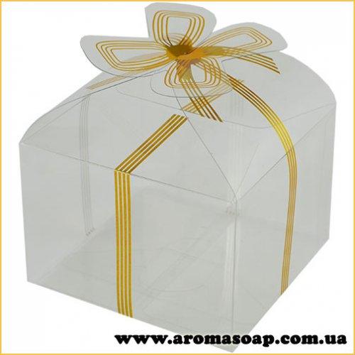Пластиковая коробочка с золотым бантом низкая